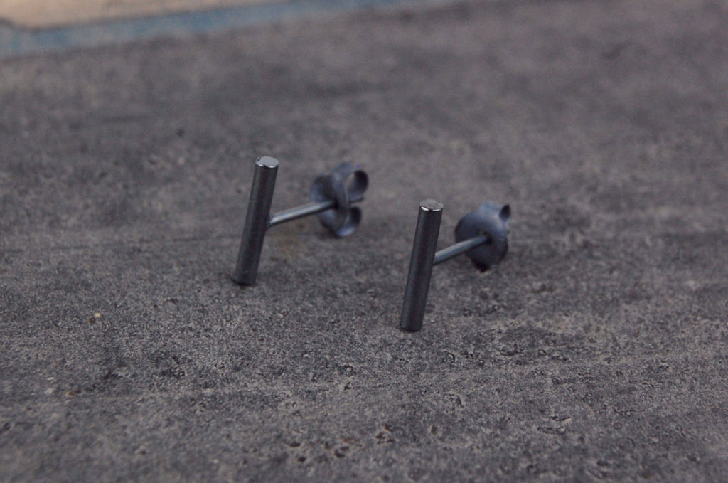 small stick earstuds (925 silver oxidised)
