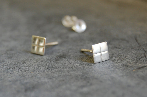 grid earstuds - square grid (925 silver)