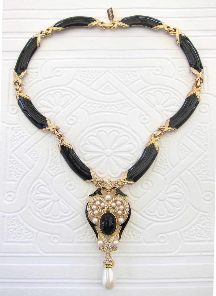 Black and Gold Beauty Short Necklace