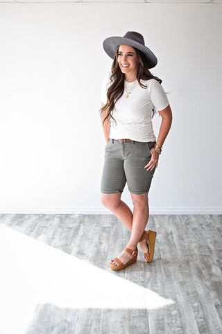 BOSTON BERMUDA SHORTS | LIGHT OLIVE