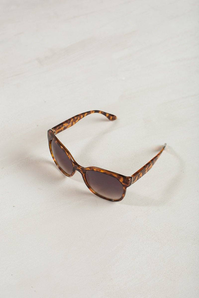 Faye Oversized Sunglasses Sunglasses Joia Tortoise
