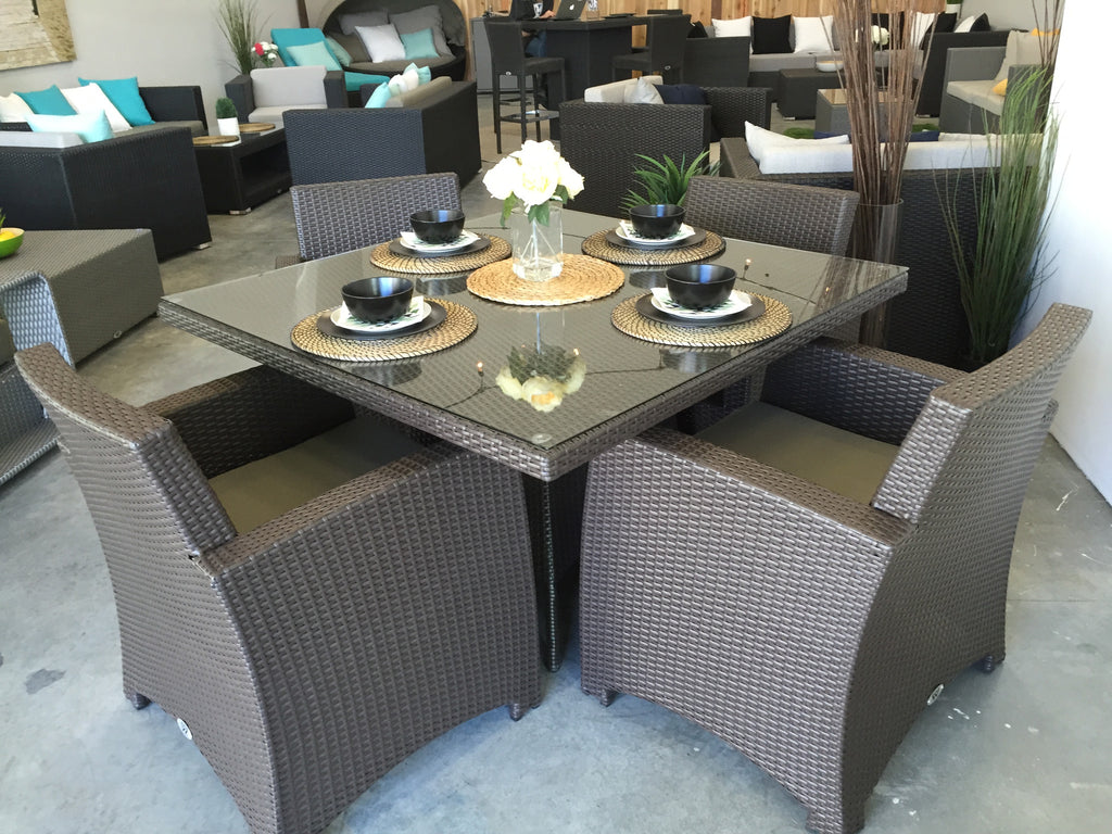 St Tropez Dining Table w 4 chairs