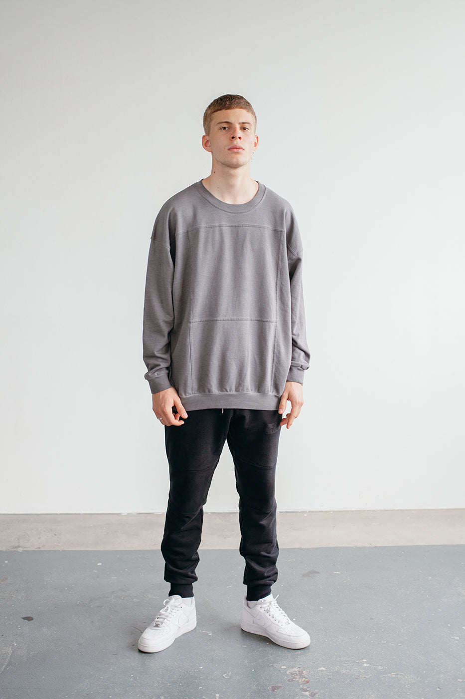 SIGNATURE SAILING CREWNECK GRY WASHED