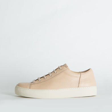 Unisex minimalist sneakers in nude leather.