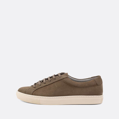 Minimalist sneakers in grey suede.