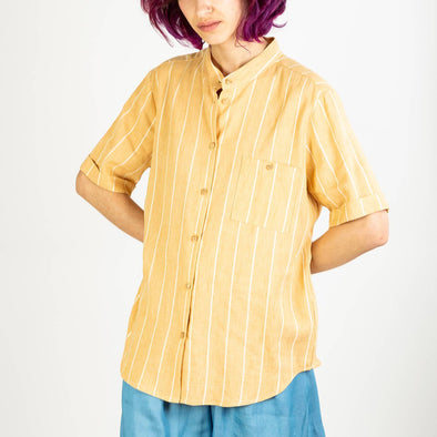 Vanilla colored shirt with mao collar and short sleeves.