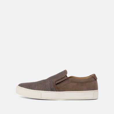 Casual slip-on sneakers in warm grey suede and mesh.