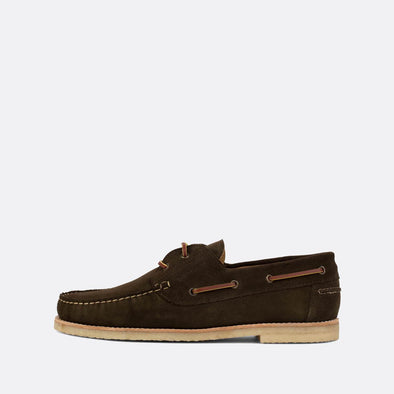 Classic boat shoes in mocha brown suede.