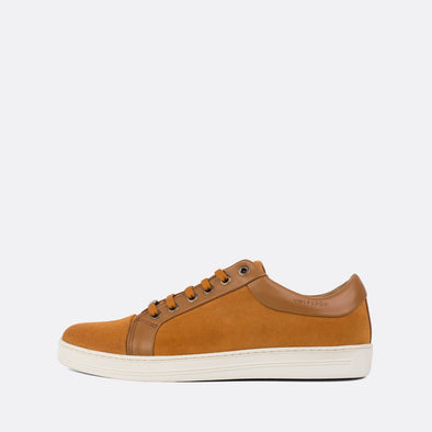 Casual sneakers in camel brown suede with leather details.