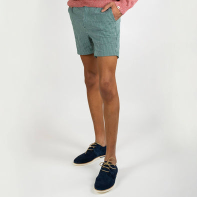 Green classic straight cut shortpants featuring 2 front slashed pockets and 2 back buttoned welt pockets.