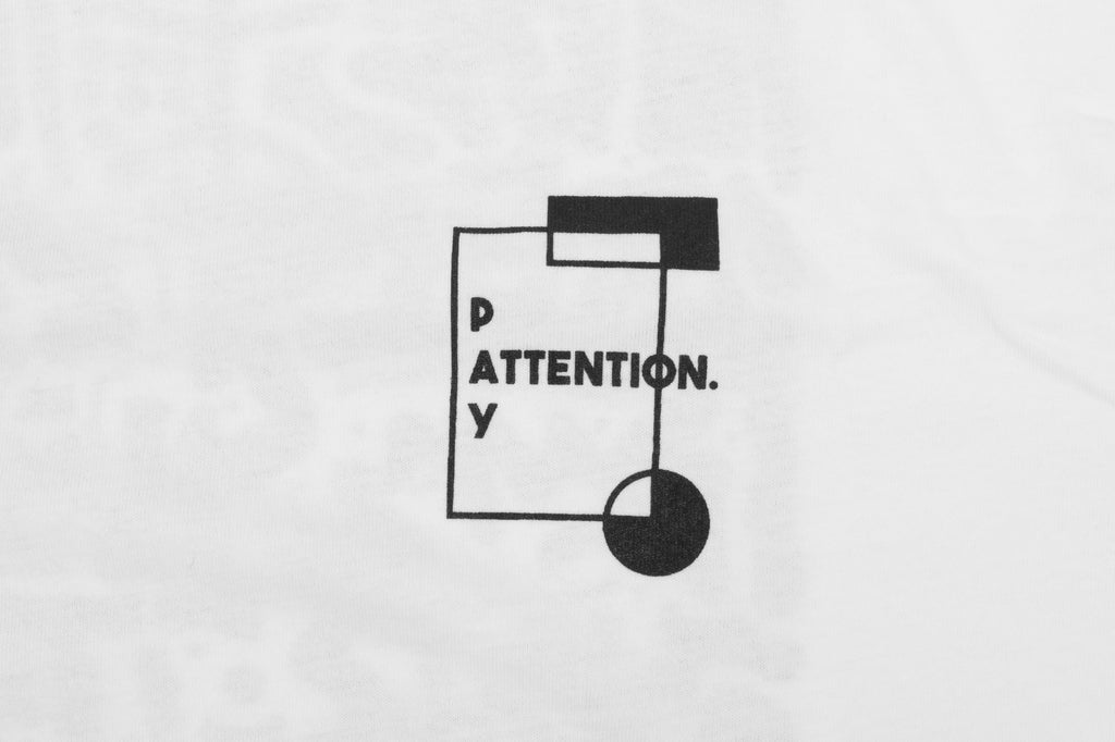 Pay Attention Back Print - White - Oli.