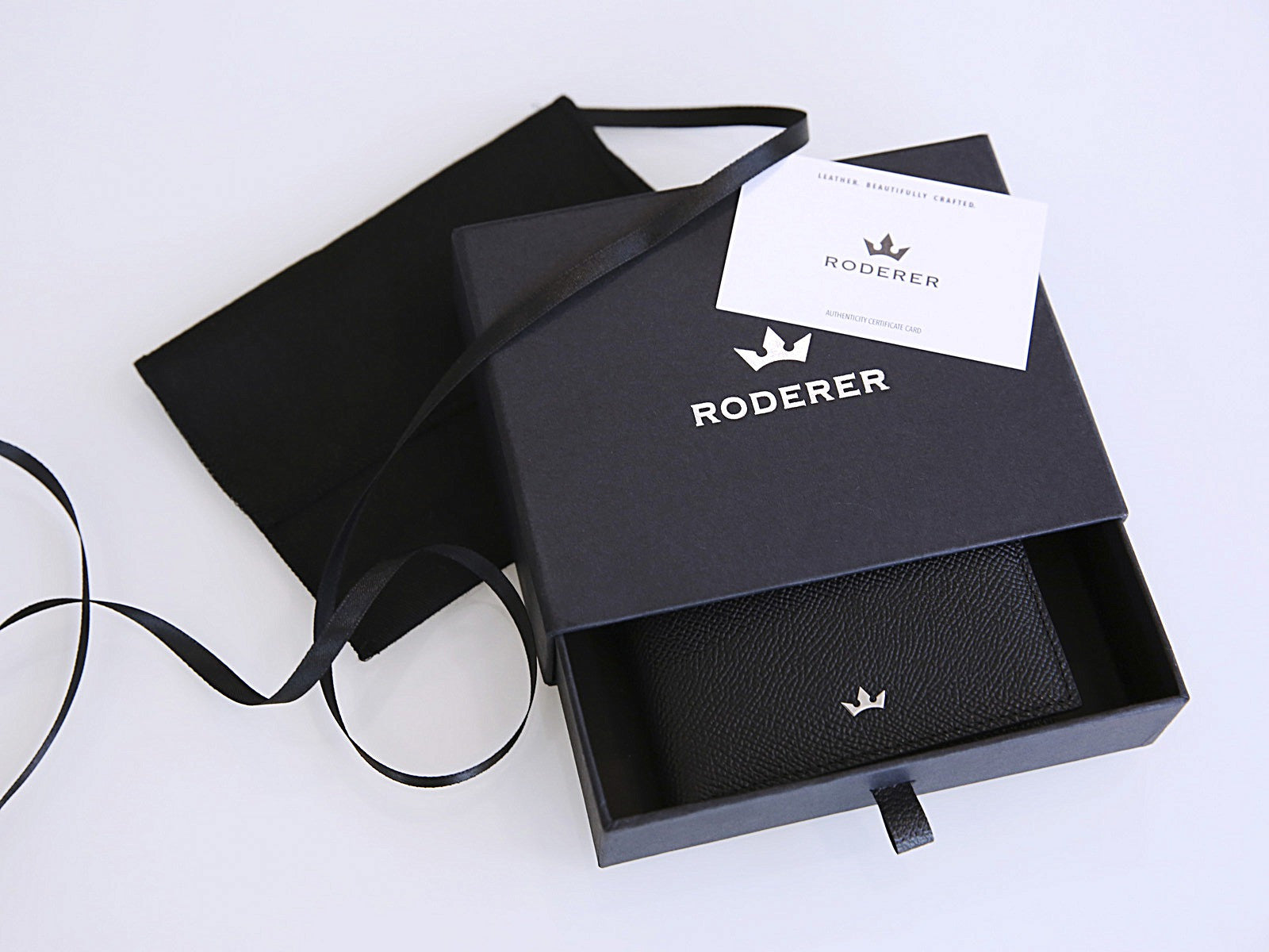 Roderer Trophy Bifold Wallet 8 Card Saffiano Black Packaging