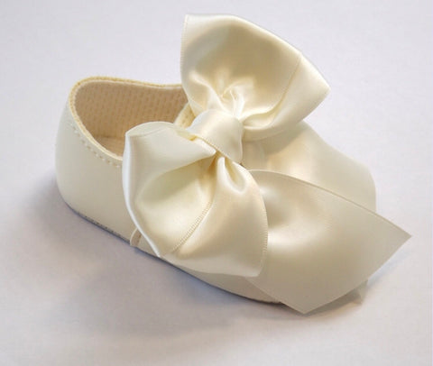 Early Days -  Baby pram shoes, ivory B040