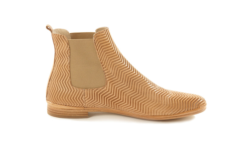 natural cuoio tan perforated leather soft sacchetto ultra light women's  slip on Chelsea ankle boots in extended large sizes 9, 10, 11, 12, 13 made in Italy inside view
