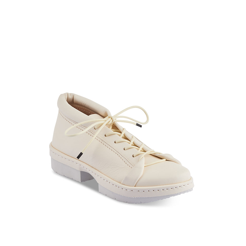 With a supple leather upper in sumptuous white, Slap is a luxe lace-up option on the low platform Sport sole. As comfy as a trainer but immeasurably more stylish, this chic urban shoe features a padded collar, near-to-toe lacing and a contoured leather insole for just the right amount of support.
