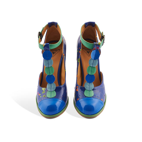 Inspired by eccentrics like the rest of the Attic Family, John Fluevog's Zelda is a gorgeous t-strap heel with all kinds of built-in accessories. Specialty floral patent makes up the bulk of this shoe while soft leather appliqué spices up the t-strap. Trust in something this beautiful to help you embrace your inner peculiarity and find your hidden treasures.