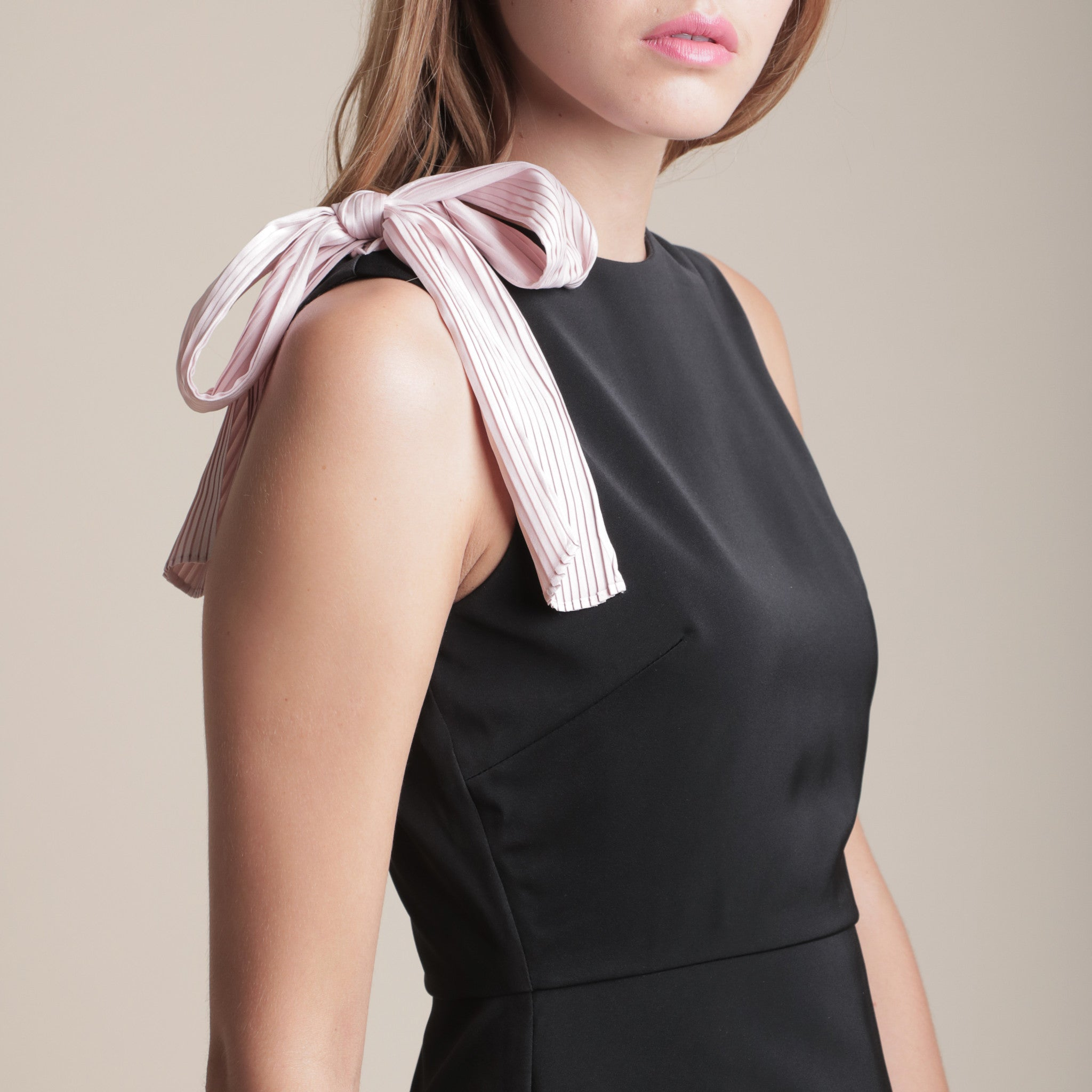IRREGULAR HEM TOP WITH PLEATED SASH <BR> BLACK