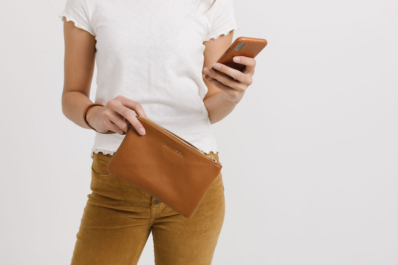 Fawn Design Charging Clutch in Brown