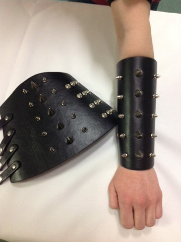 Gauntlets Leather studded