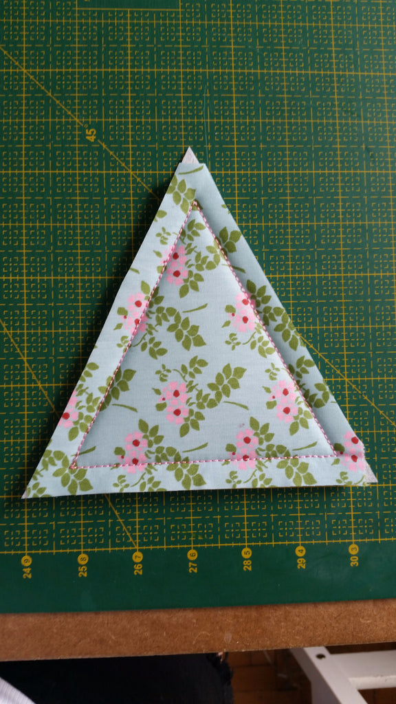ITH TRIANGLE QUILT BLOCK