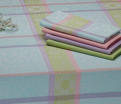 L00540 - Jacquard Tablecloth and Napkins