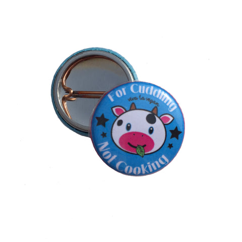 Cows are for cuddling badge, sold by ethical fashion brand Viva La Vegan.