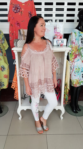 Pretty Daisy Cold Shoulder Top In Dusky Pink