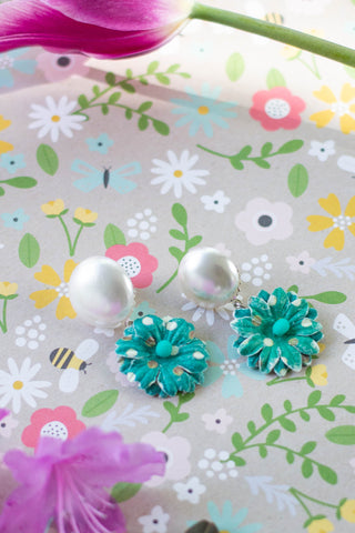 pearl white and polka dots flower earrings