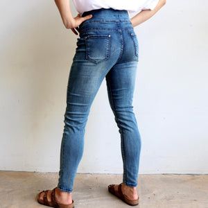 Ultra comfortable mid-rise denim jeans, cut to flatter curvy figures. True to size fitting available in sizes 8/10-18/20.