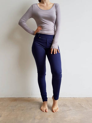 Stretch leggings made from cotton + spandex. A comfortable full length pant for the winter completed with belt loops and pockets.  Navy Blue.