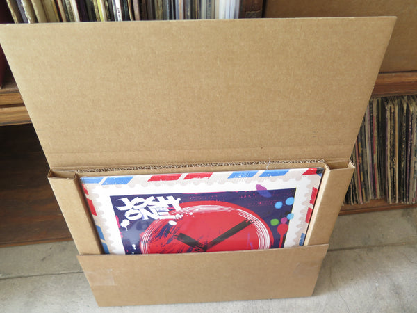 How to ship vinyl records with record mailers from Discogs
