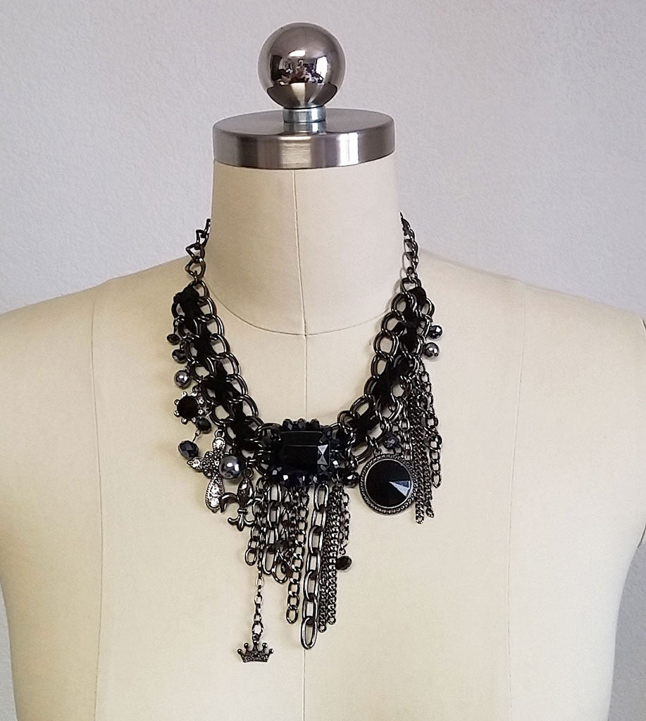 NEW - DRAMATIC MULTICHAIN & SPARKLING FACETED BLACK CRYSTALS, GRAY PEARLS & RHINESTONE CHARM NECKLACE & EARRING SET