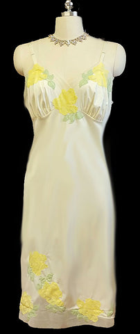 BEAUTIFUL VINTAGE YELLOW ROSES & LEAVES APPLIQUE TULLE SLIP