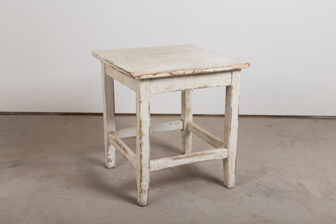 VINTAGE 0012 - Distressed pine table