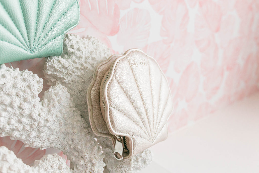 Pearl Shell Card Wallet