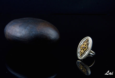 Gorgeous oval signet ring with garnet & gold plated detailing (PB-1464-R)