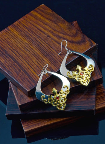 Gorgeous kite shape earrings with garnet & gold plated detailing (PB-1455-ER)