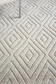 visby wool rug in ivory color