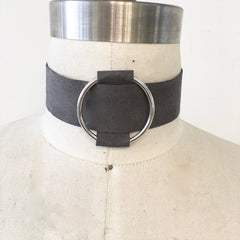 Hoop buckle choker with grey suede