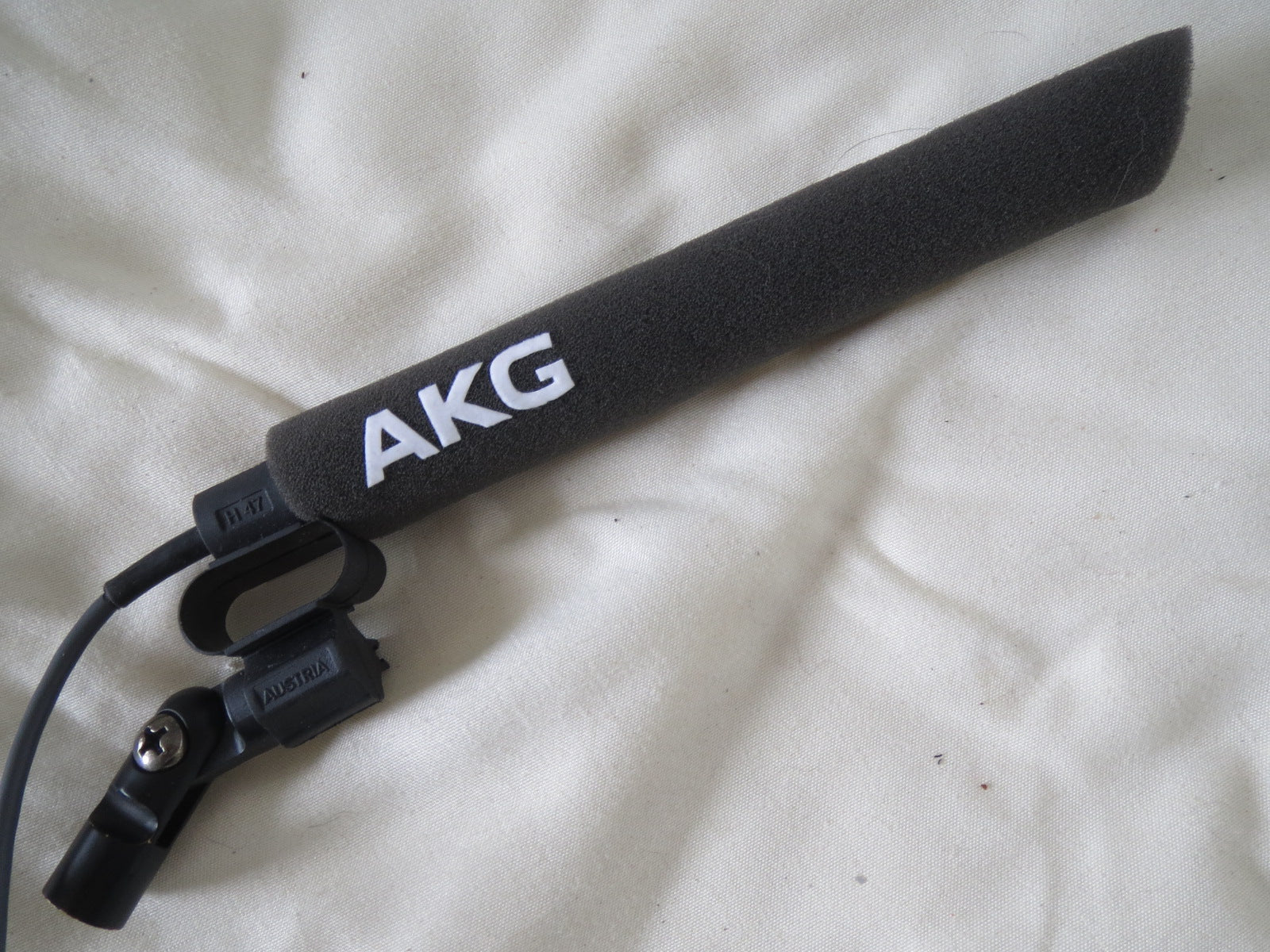 AKG C747 HYPERCARDIOID CONDENSER MICROPHONE WITH CLIP, WINDSCREEN AND XLR CABLE