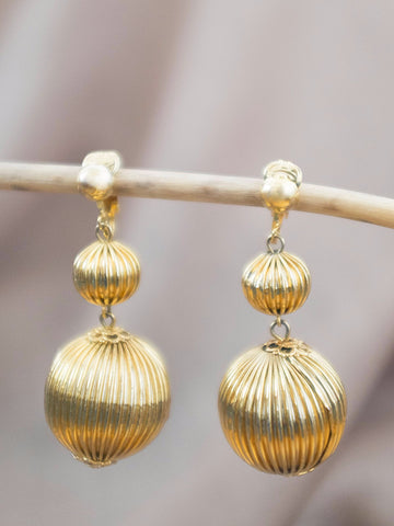 Christmas Ornament vintage clip earring womens jewellery | On Slowness