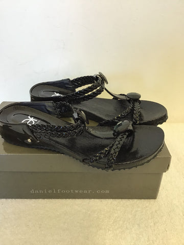 BRAND NEW DANIEL BLACK PATENT JEWEL TRIM FOOTBED SANDALS SIZE 4/37