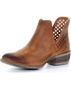Women's Circle G Cut-Out Shortie Boot Round Toe - Q5027