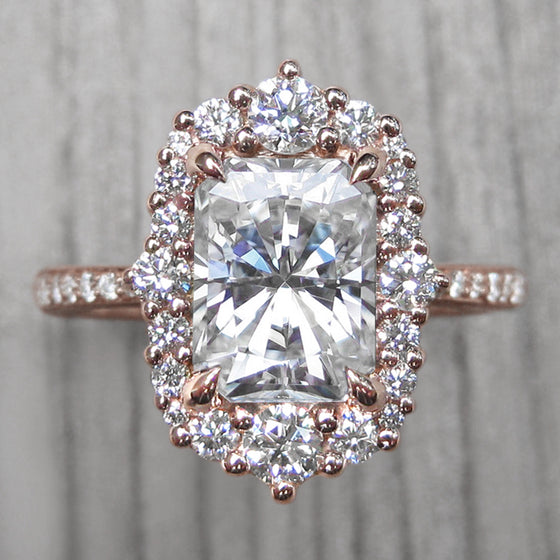<center><strong>・ADELINE・</strong><br></center>Radiant Cut Moissanite, Diamond Halo & Band (2.32ct+)