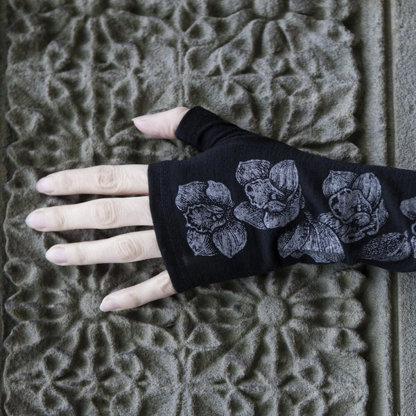 2018 kate watts Black orchid print merino fingerless gloves on hand