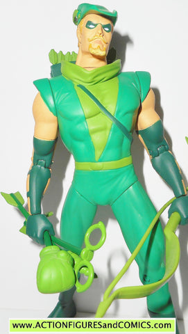 dc direct GREEN ARROW hard traveling heroes universe collectibles 000