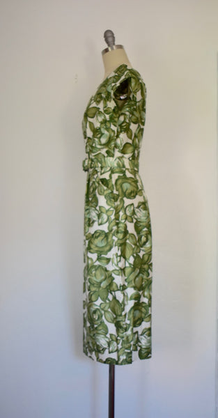 Vintage 1950s Green Roses Novelty Print Wiggle Dress