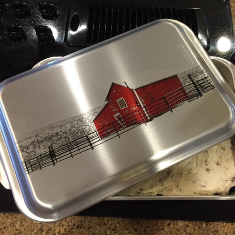 Red Barn in Winter Cake Pan with Lid