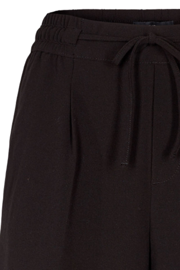 Lizy-Sho | Black | Shorts fra Freequent