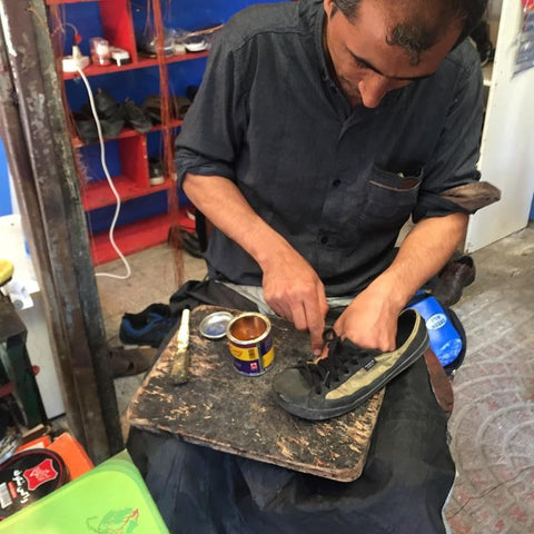 Iran's cobbler in help of her travel shoes